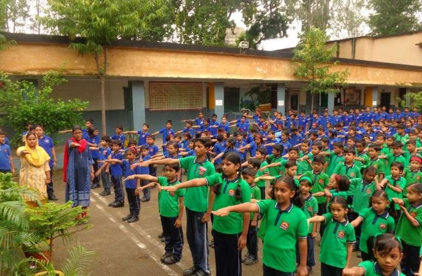 केवी के छात्र-छात्राओं ने ली स्वच्छता की सपथ, पखवाड़े में आयोजित हो रही प्रतियोगिताएं