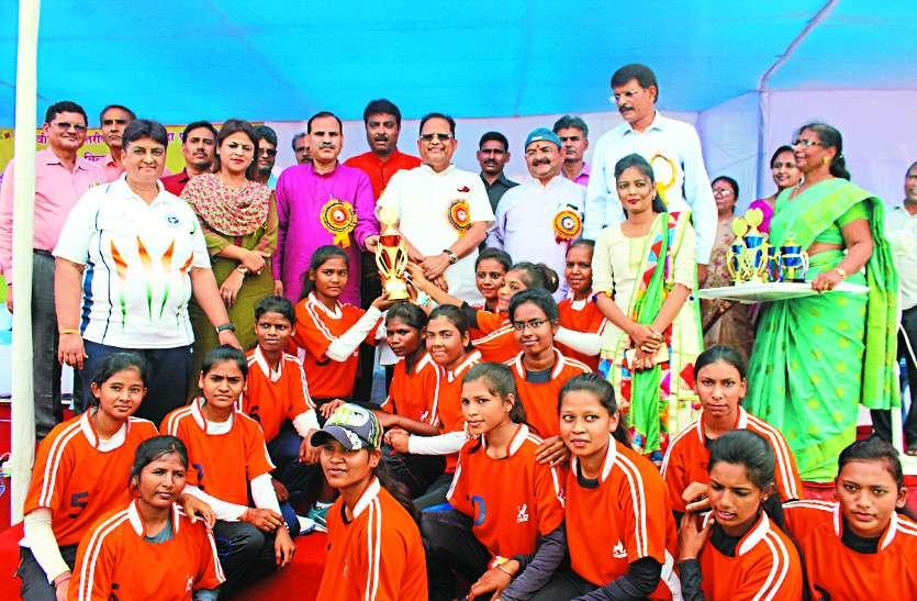 बिलासपुर की टीम बनी चैम्पियन पुरस्कार मिलते ही खिल उठे चेहरे