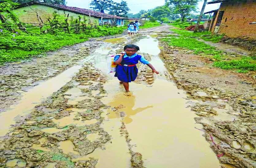 प्रशासन व जनप्रतिनिधियों की उपेक्षा से मूलभूत सुविधाओं से दूर हैं ग्रामीण