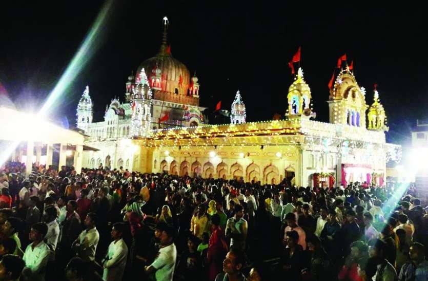पन्ना नगरी में दिखी मथुरा-वृंदावन की झलक, मंदिरों में देर रात तक चला श्रीकृष्ण जन्मोत्सव, भक्तों की उमड़ी भीड़