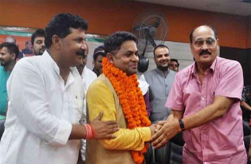 बीजेपी नेता सुभाष यदुवंशी ने सपा- बसपा पर बोला हमला, कहा- पार्टी में कार्यकर्ताओं को समझा जाता है गुलाम