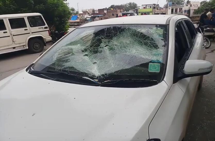 कोटा में दिनदहाडे बदमाशों ने की कार सवार युवक पर फायरिंग, फैली दहशत, देखे वीडियो...