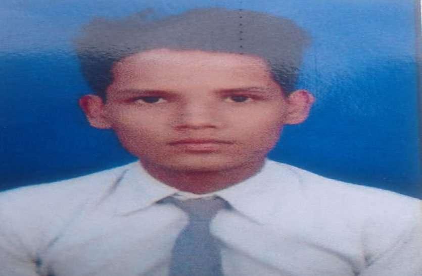 4 लाख रुपए खर्च के बाद भी नहीं बचा पाए बेटे को, डाक्टरों की लापरवाही से बालक की मौत