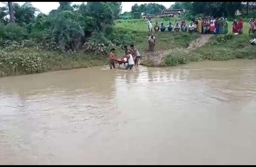 बारिश होने से कई गांवों का शहर और नगर से टूट जाता है सम्पर्क