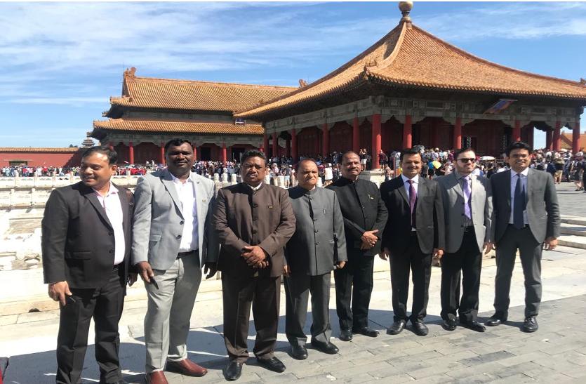 झारखंड के सीएम रघुवर दास ने चीन के पर्यटन व्यवस्था का जायजा लिया