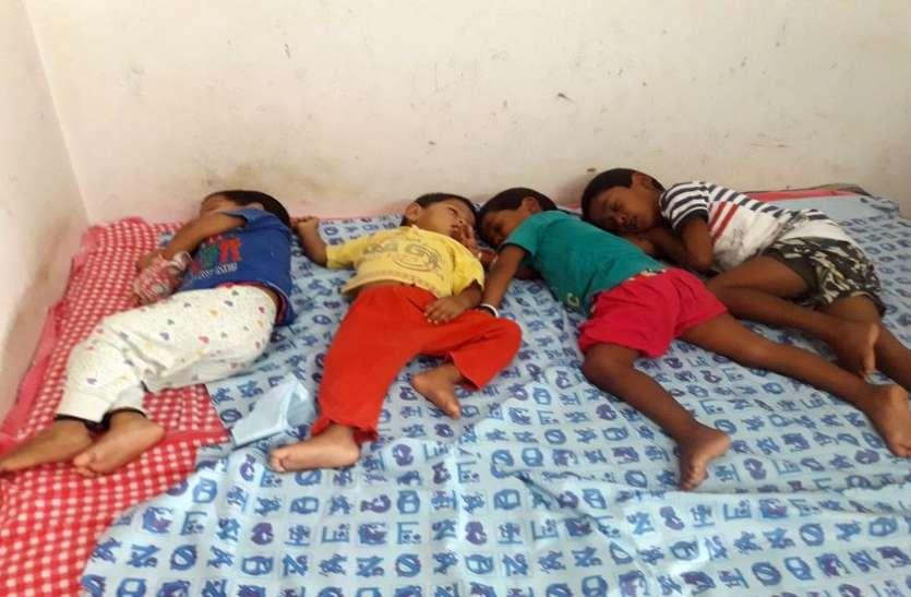 80 वर्गफीट के कमरे में सांसेें ले रही हैं छह जिदंगियां
