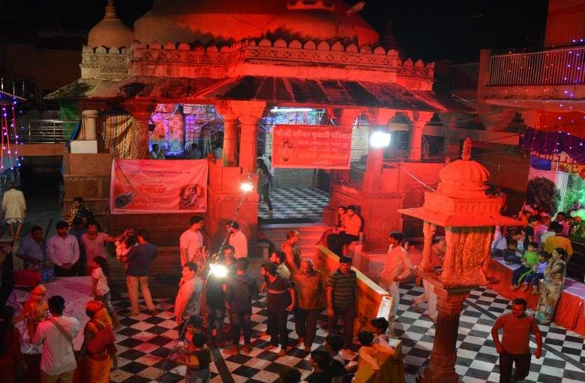 बारां में श्रीजी मंदिर का गरूड़ स्तम्भ गिरा,खचाखच भीड़ के बावजूद कोई हादसा नहीं,अफरा तफरी मच गई थी मंदिर में