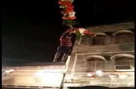 यहां भगवान श्री कृष्ण के जन्म के बाद जगह-जगह फूटी मटकियां, देखें वीडियो