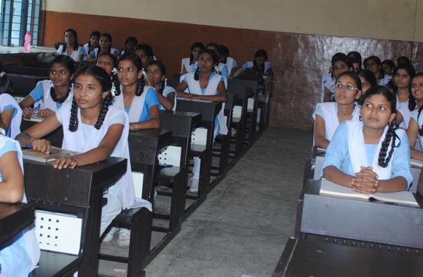 विद्यालयों में नहीं हुई शिक्षकों की नियुक्तियां, कैसे होगी गुरु की वंदना