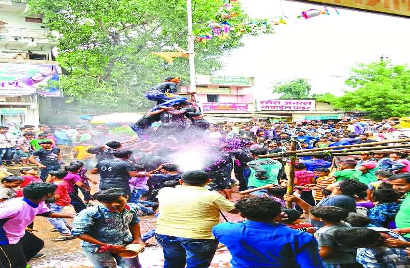 श्रीकृष्ण जन्मोत्सव की जगह - जगह रही धूम, हुई पूजा अर्चना