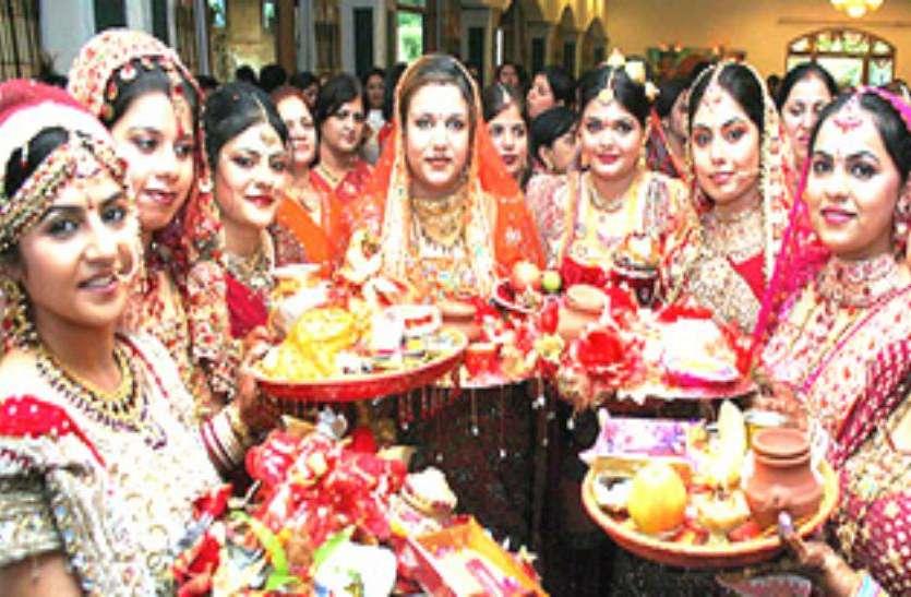 Hartalika Teej Vrat 2018 : करवा चौथ से भी कठिन है हरतालिका तीज का व्रत, पति की लंबी आयु के लिए इस तरह व्रत करती हैं महिलाएं