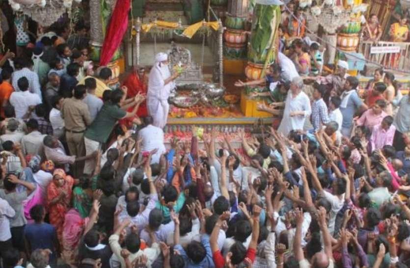 कान्हा के जन्म के बाद गोकुल में नंदोत्सव हुआ शुरू, कृष्ण भक्ति में डूबे श्रद्धालु