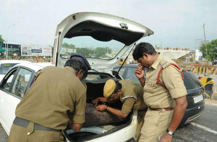पुलिस ने जब चेकिंग के लिए रोकी कार तो भरा था इतना नोट कि बैठने की नहीं थी जगह, फिर जो हुआ...