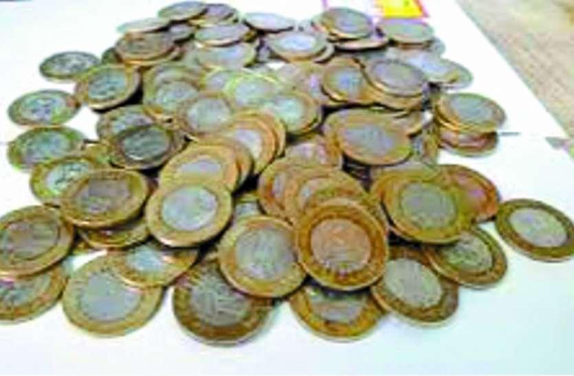 थोक व्यापारी व बैंककर्मी नहीं ले रहे सिक्के, कानून को दिखा रहे ठेंगा