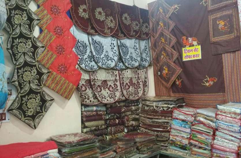 मेले में बनारसी साड़ी, कढ़ाई वाले सूट बने पहली पसंद