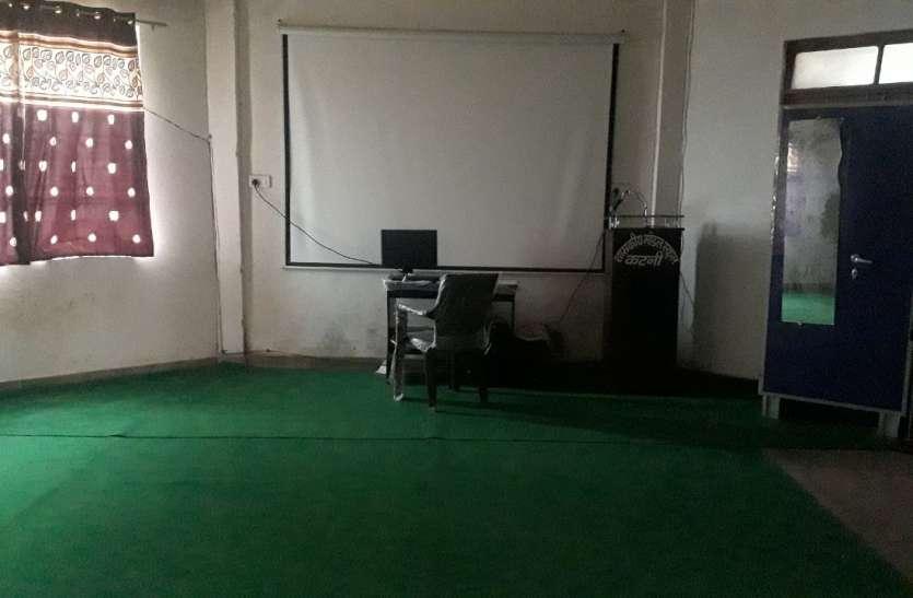ज्ञान सेतू से पढ़ाई के लिए 172 स्कूलों ने लाखों रुपये खर्च कर खरीदे प्रोजेक्टर टीवी व साउंड, अब खा रहे धूल