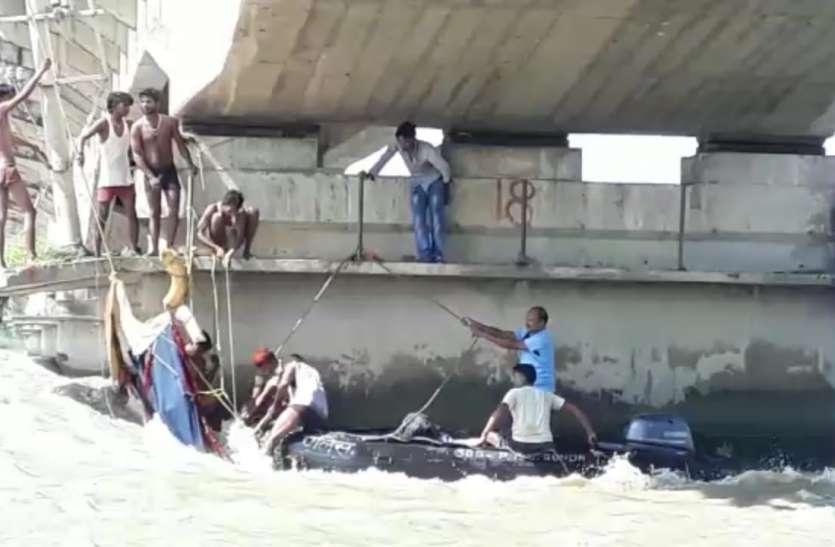 अयोध्या नाव हादसा : सरयू में डूबने वालों में एक की मौत की पुष्टि जारी है रेस्क्यू आपरेशन