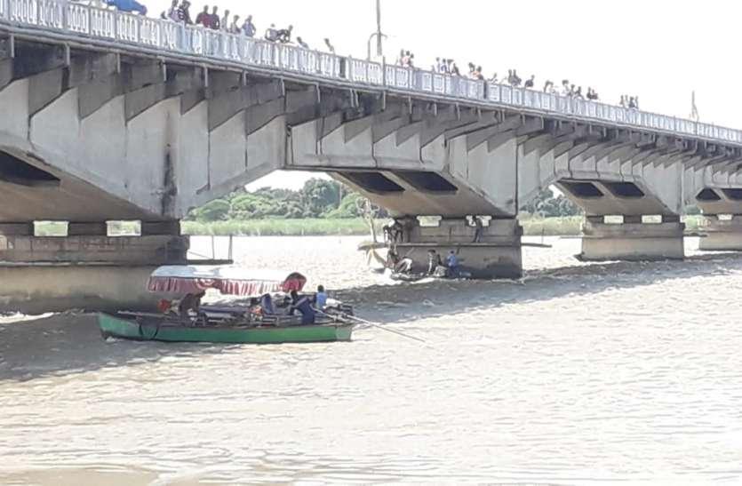 Exclusive Video : अयोध्या में दर्दनाक हादसा सरयू नदी में नाव पलटी 9 पर्यटक डूबे