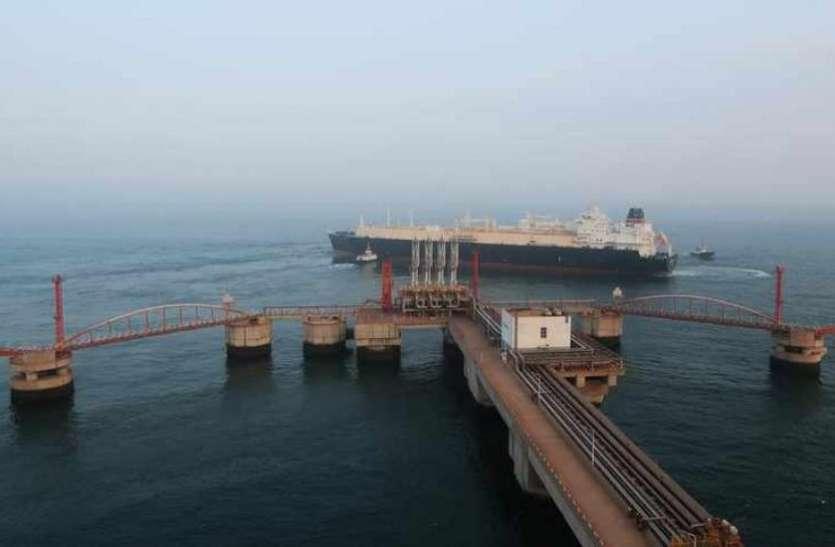 अमेरिका के दबाव में नहीं आने वाला भारत, दोबारा शुरू की ईरान से तेल आयात सेवा
