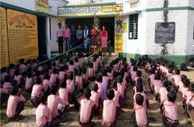 Teachers Day : तीन साल पहले आये शिक्षक ने बदल दी स्कूल की व्यवस्था, देखें तस्वीरें