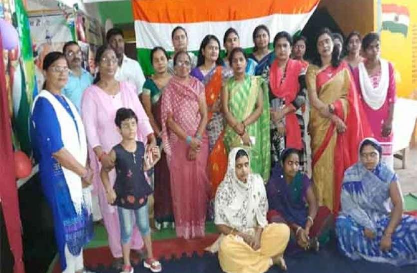 शिक्षक दिवस : महिला मंडल ने शिक्षकों को किया सम्मानित