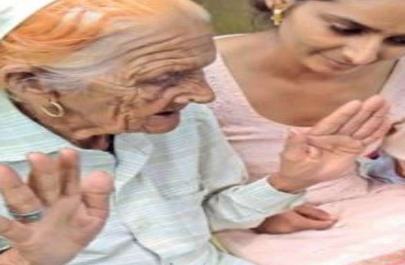 85 साल की बुजुर्ग महिला का होगा इंटरव्यू, बच्चे करा रहे तैयारी-जानिए कहां होगा सिलेक्शन
