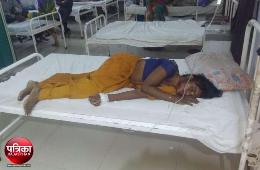 बांसवाड़ा : चलती बाइक से अचानक गिर पड़ी पति के साथ जा रही महिला, बीच रास्ते तड़पती रही, अस्पताल पहुंचते ही मौत