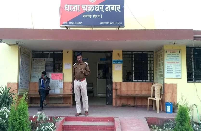 चरित्र शंका पर पति ने पत्नी को मारा मुक्का, करना पड़ा अस्पताल में भर्ती