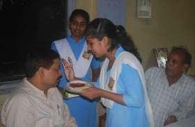 photo collection : अयोध्या के स्कुलो में शिक्षको का अभिवादन