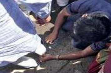 कर्नाटक के डिप्टी सीएम ने गनमैन से साफ कराया जूता, वीडियो वायरल होने पर मचा बवाल