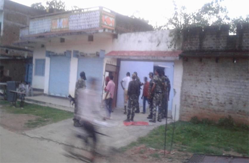 टीपीसी प्रमुख ब्रजेश गंझू समेत तीन नक्सलियों के घर की कुर्की