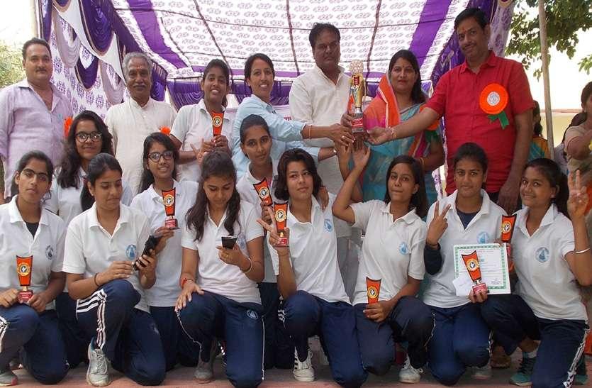 कबड्डी में बालिकाओं दिखाया कमाल, अतिथियों ने विजेता टीमों को किया सम्मानित