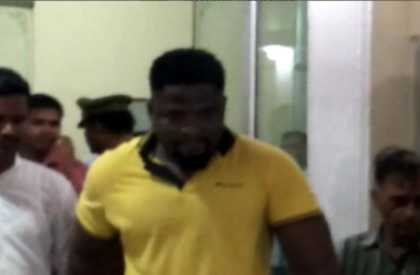 ऑनलाइन ठगी में शामिल शातिर नाइजीरियाई को गाजियाबाद पुलिस ने किया गिरफ्तार