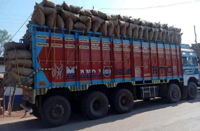 अब पहले से ज्यादा माल ले जा सकेंगे ट्रक, सरकार ने बढ़ाई भार क्षमता
