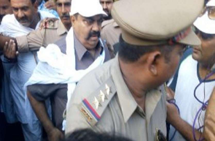 बड़ी खबर :यूपी के इस बाहुबली से मिलने जेल जायेंगे शिवपाल यादव, सपा खेमे में बढ़ी बेचैनी