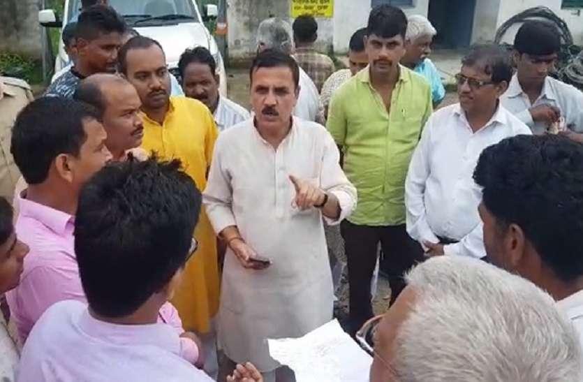 भाजपा सांसद ने आॅफिसर से कहा, बांधकर उल्टा लटका दूंगा, अधिकारी व कर्मचारी जोड़ते रहे हाथ