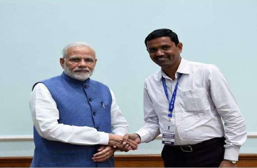 TEACHERS DAY इस शिक्षक ने दिल्ली -मुंबई के अंग्रेजी स्कूलों को छोड़ा पीछे, पीएम मोदी भी हैं फैन, राष्ट्रपति ने किया सम्मानित