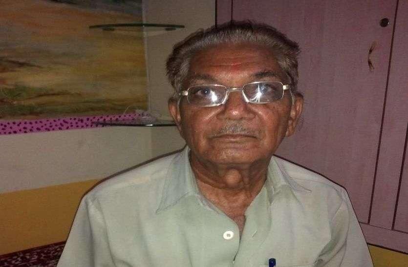 सेवानिवृत्ति के 17 साल बाद भी गुड़ा एंदला के एक शिक्षक का ऐसा जुनून