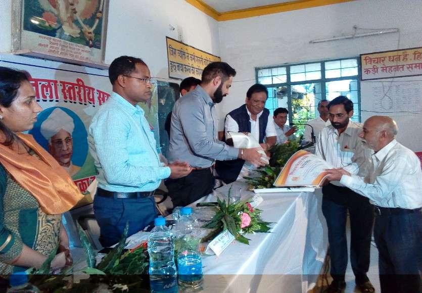 Teachers honour in Girls school
