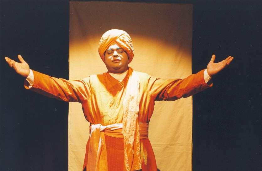 रायपुर के शेखर सेन 57 की उम्र में दे चुके हैं 992 नाट्य प्रस्तुतियां, इसमें से 422 सिर्फ कबीर पर, खुद कर ते हैं अपना मेकअप