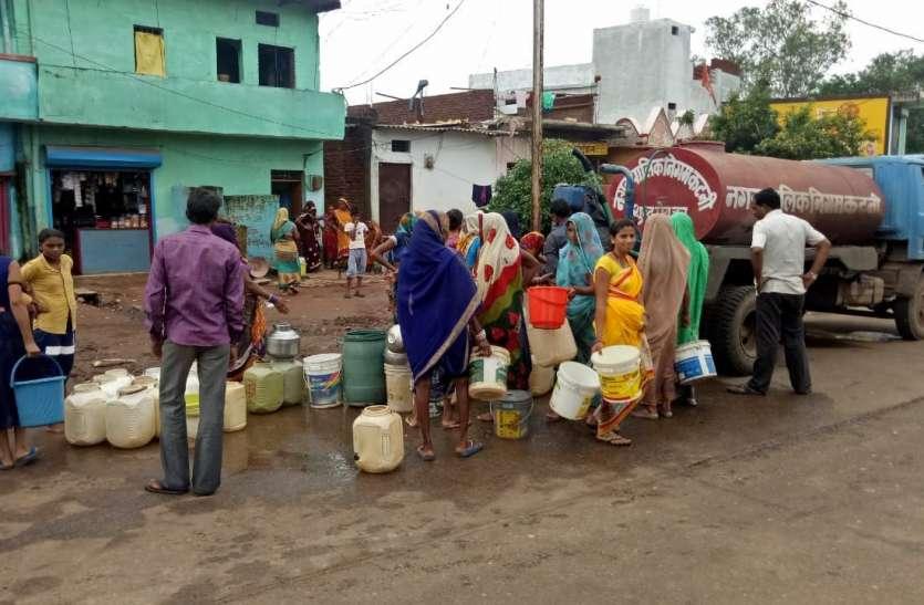 बारिश में भी कम नहीं हुई समस्या, महाराष्ट्र के लातूर से भी गंभीर हो गई है कटनी जिले के चौधरी मोहल्ले की परेशानी