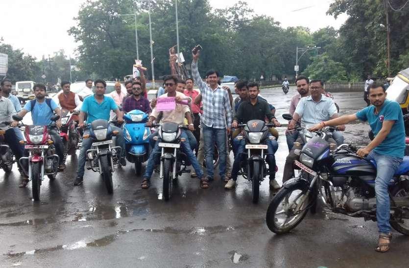 एससी/एसटी एक्ट के विरोध में निकाली बाइक रैली
