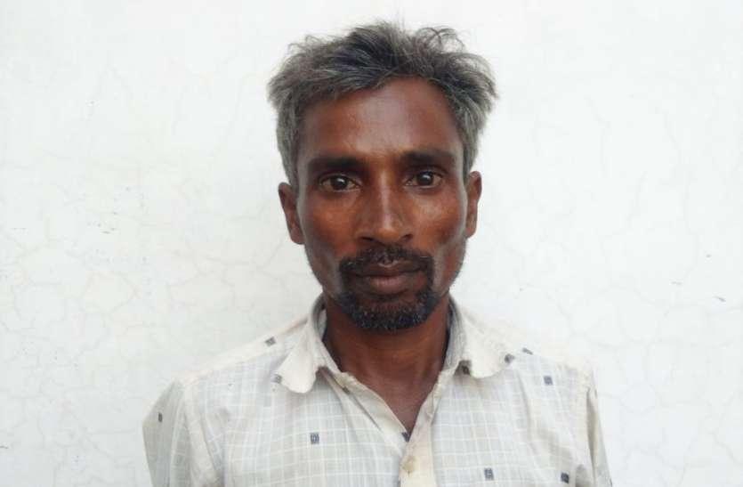दलित युवक से ग्राम प्रधान ने हड़पी पीएम आवास योजना की किश्त, हताश होकर युवक ने दी आत्मदाह की धमकी