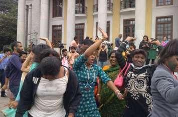 Video: समलैंगिकता पर सुप्रीम कोर्ट के फैसले के बाद बेंगलुरु में लोगों ने डांस कर मनाया जश्न
