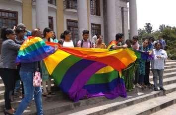 समलैंगिकता पर सुप्रीम कोर्ट के फैसले के बाद पूरे देश में मना जश्न, ये तस्वीरें हैं गवाह
