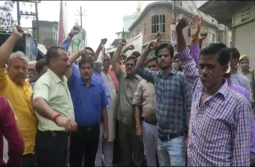 SC/ST ACT के विरोध में Bharat Bandh दिखा व्यापक असर, थाने का किया घेराव, सरकार के खिलाफ नारेबाजी