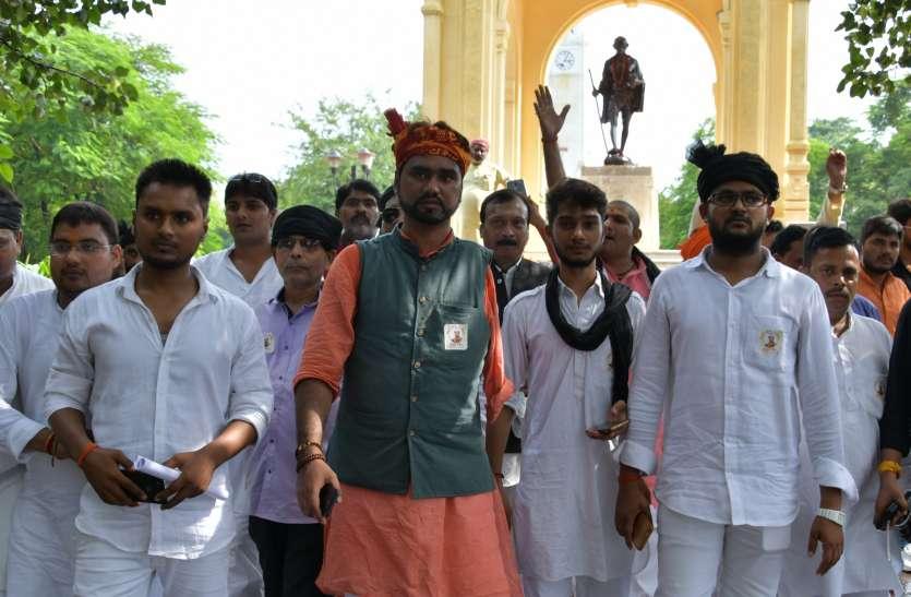 यूपी में भी भारत बंद का असर, कई जगह प्रदर्शन