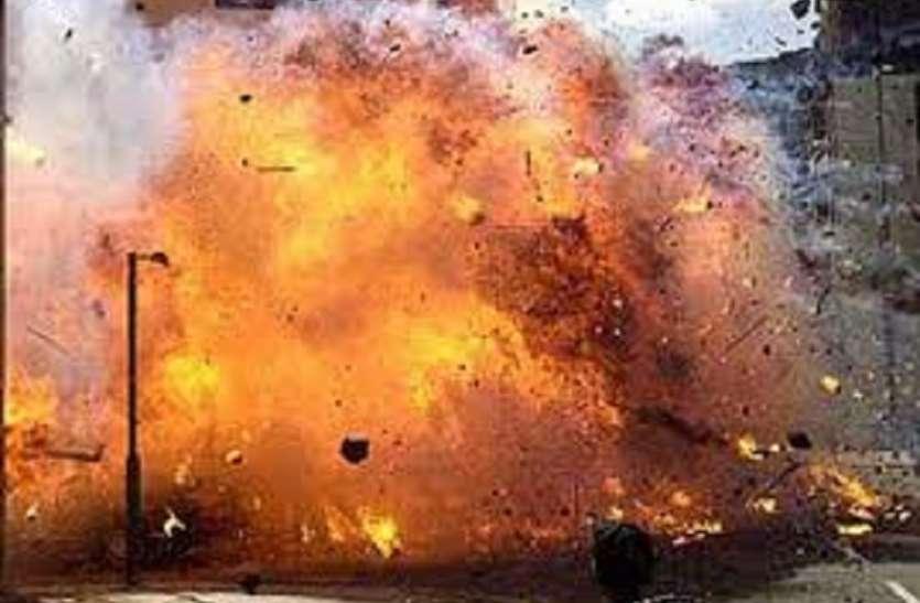 नानूर में तृणमूल के दो गुटों में भिड़ण्त, बमबाजी, आगजनी