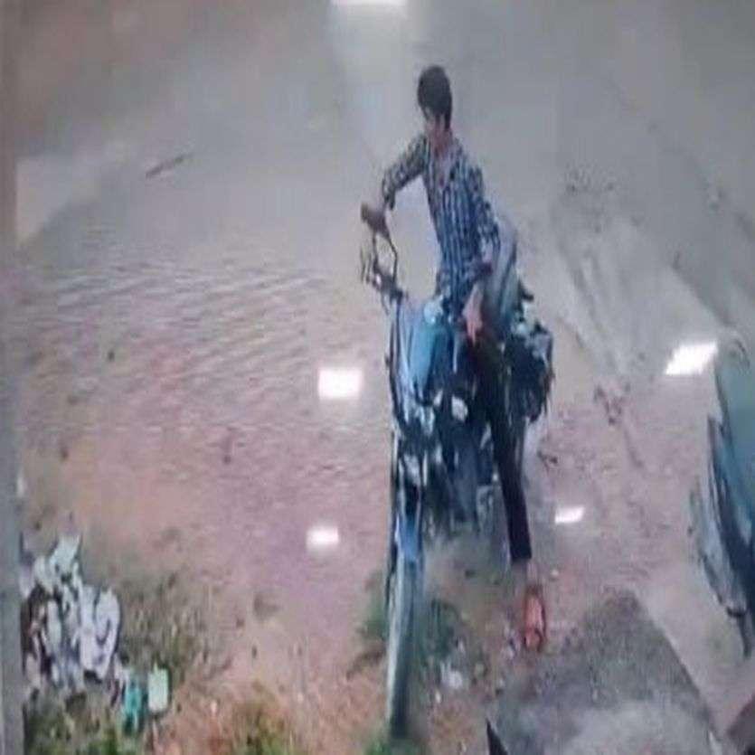 CCTV Footage Of Bike Stolen In Alwar