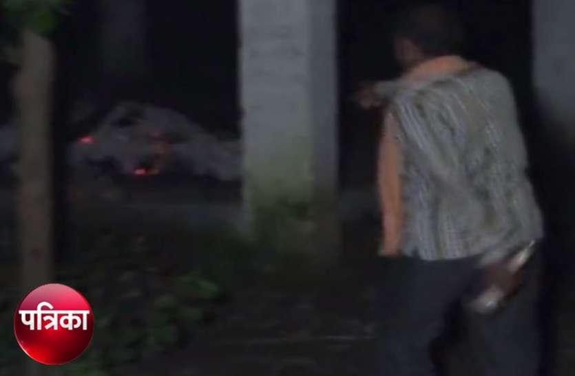 श्मसान में रात के समय जलती चिता में हुआ कुछ ऐसा की मच गई भगदड़